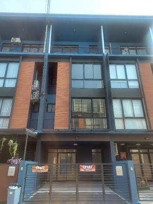 ขายทาวน์เฮ้าส์/ทาวน์โฮมแจ้งวัฒนะ เมืองทอง : 📢 ขายบ้านทาวน์โฮม 🏘 3 ชั้นครึ่ง 4 ห้องนอน 4 ห้องน้ำ พร้อมที่จอดรถ 5,700,000 บาท แจ้งวัฒนะ