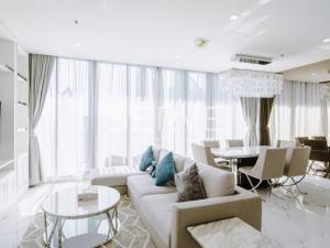 For RentCondoWitthayu,Ploenchit  ,Langsuan : Noble Ploenchit Condo for Rent - Bright & Luxury Style 3 Bd. Corner Unit with Huge Terrace in Phloen Chit // Next to BTS