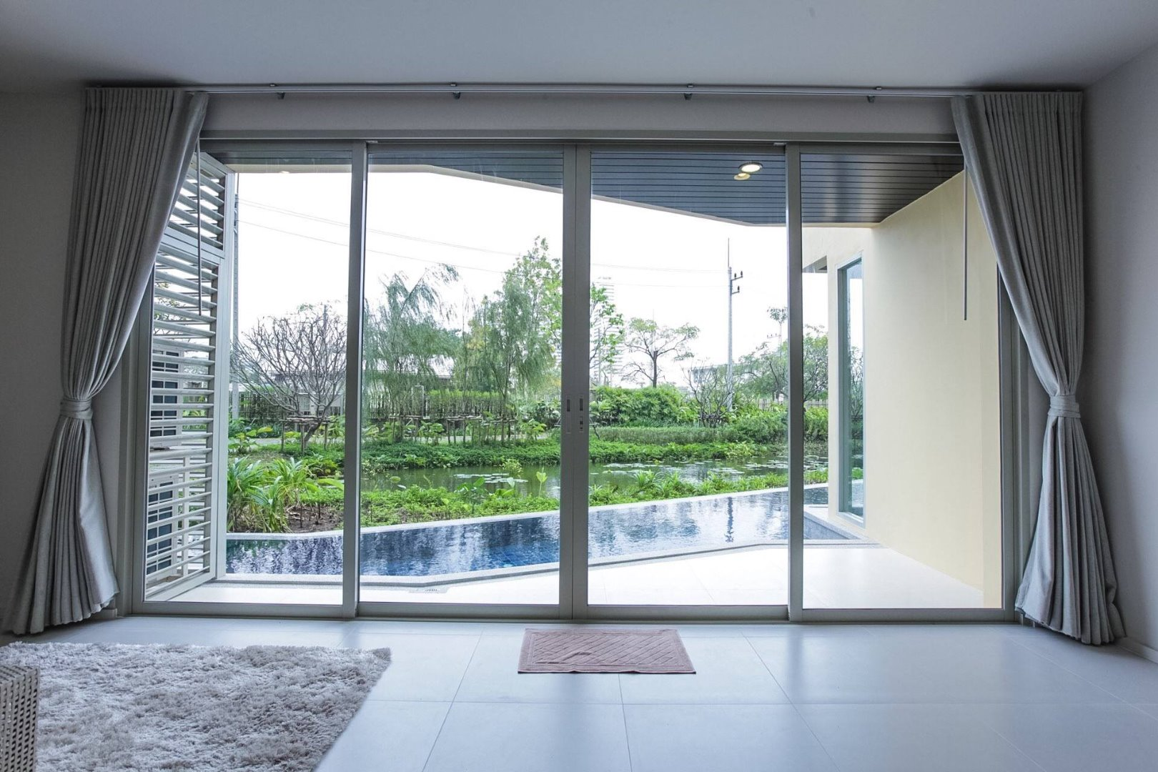 For SaleCondoCha-am Phetchaburi : 2 bed 94 sqm pool access, beachfront, owner sell by Line 321property