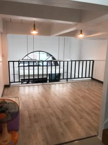 For RentShophouseChengwatana, Muangthong : 4.5 storey commercial building for rent, newly renovated, near Khae Rai intersection, near the Pink Line BTS Suitable for office, can register the company.