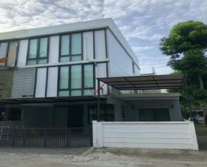 For RentTownhouseKaset Nawamin,Ladplakao : For Rent 3-storey townhome behind the corner of Areeya Tubi village. Ladplakhao Road Adjacent to Lad Plakhao Temple, the house is very beautiful, add on the side, 5 air conditioners only Can support small animals