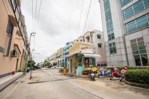 For RentHome OfficeRamkhamhaeng,Min Buri, Romklao : 4 storey home office for rent, village Rungkit 14, travel 10 minutes to Suvarnabhumi airport. T.091-091-0901 Nook