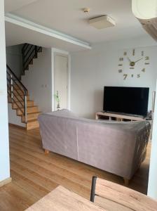 เช่าคอนโดพระราม 9 เพชรบุรีตัดใหม่ RCA : ให้เช่า For rent JRY condo Rama9 (เจ อาร์ วาย พระราม 9 )  Duplex 2 ห้องนอน
