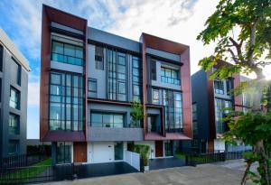 For SaleHome OfficeKaset Nawamin,Ladplakao : Modern 4-storey home office: Altitude Prove, Kaset-Nawamin.