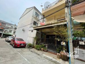 For SaleTownhouseRatchadapisek, Huaikwang, Suttisan : 💥 Selling very cheap. Guaranteed !!!! Baan Klang Muang Ratchada-Meng Jai 1 💕 / Area 30.6 sq.wa. / Soi Lao Embassy / near MRT Cultural Center + Huai Khwang (68150)