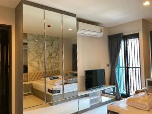 For RentCondoSukhumvit, Asoke, Thonglor : Condo for rent Rhythm Sukhumvit 36-38 Studio room pool view