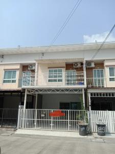 For RentTownhousePattanakan, Srinakarin : 2-storey townhome, Pruksa Village Light Phatthanakan Village, 38 Pattanakarn Suan Luang Road, interested contact 082-3223695 🔥🔥