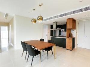 เช่าคอนโดสุขุมวิท อโศก ทองหล่อ : Pet Friendly 3 bedrooms condo for rent at Fullerton condo near BTS Ekkamai on high floor
