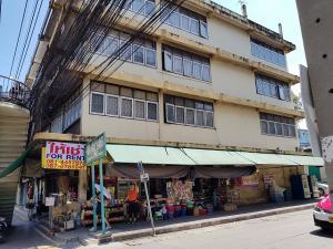 For RentShophouseOnnut, Udomsuk : Commercial building for rent, corner room, on the main road, Sukhumvit 71, near BTS Phra Khanong.