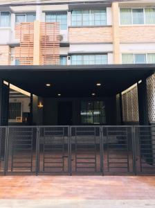 For RentTownhouseRama9, RCA, Petchaburi : 3-storey townhome for rent, luxury decoration, complete furniture, village project Soi Krungthep Kreetha / Rama 9