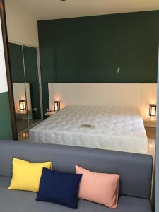 เช่าคอนโดพระราม 9 เพชรบุรีตัดใหม่ : ให้เช่า 8500จาก16,000ห้อง1ห้องนอน35ตรมAspace Asoke ratchada MRTพระราม9. Fortune ใกล้ มศว Fully renovated and fully furnished