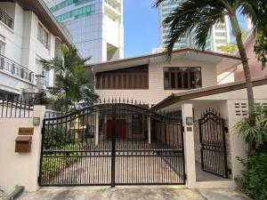 For RentHouseKhlongtoei, Kluaynamthai : LBH0070 House for rent, 2 floors, 4 bedrooms, 3 bathrooms, in Soi 16, Sukhumvit Road, Klongtoey, near BTS Asoke.