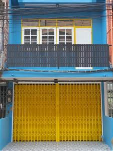 For RentShophouseOnnut, Udomsuk : commercial building for rent Udomsuk 25 AOL-F81-2104003848.