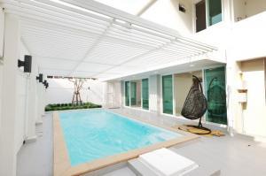 ขายบ้านนานา : ขายบ้านเดี่ยว 2 ชั้น 3นอน 4น้ำ รีโนเวทใหม่ พร้อมสระว่ายน้ำ ใกล้ เอกมัย และ ทองหล่อ