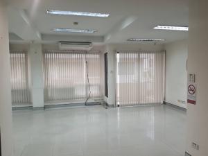 เช่าคอนโดวงเวียนใหญ่ เจริญนคร : OMG1633 ให้เช่า ห้องเปล่า 4 ห้องนอน ใกล้ BTS กรุงธนบุรี