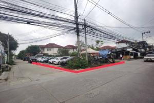 For SaleLandEakachai, Bang Bon : Land for sale, corner plot, 78.6 square meters, in the heart of Phra Pin Village 5, Soi Ekachai 109, very beautiful, corner plot, next to 2 roads, prime location. Suitable for trading or living