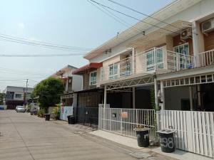 For RentTownhousePattanakan, Srinakarin : 2-storey townhome, Pruksa Village Light Pattanakarn 38, Pattanakarn Road, Suan Luang