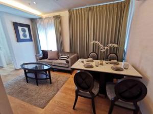 For RentCondoSukhumvit, Asoke, Thonglor : For rent >> H Sukhumvit 43, 2 bedrooms.