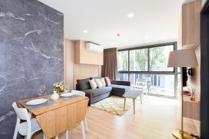 For SaleCondoSukhumvit, Asoke, Thonglor : Taka Haus Ekamai 12 Taka Haus Ekamai 12 2 bedrooms and 2 bathrooms, size 62.42 square meters, 3rd floor.