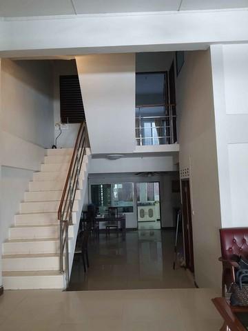 For RentTownhouseNana, North Nana,Sukhumvit13, Soi Nana : 3-storey townhome for rent in Ekamai Soi 28, rent 25,000 baht.