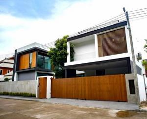 ขายบ้านเชียงใหม่ : AE64149 ขายบ้านหรูพลูวิลล่าโมเดิร์น ใกล้เมญ่า เชียงใหม่ พท 100 ตรว พร้อมสระว่ายน้ำในตัวบ้าน