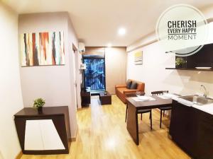 For RentCondoKaset Nawamin,Ladplakao : Condo for rent, Baan Navatara, large room, building C, 5th floor, corner room, 38 sq m, pool view
