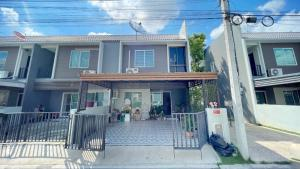 For SaleTownhouseRama5, Ratchapruek, Bangkruai : 2 storey townhome for sale, The Color Premium Kanchanaphisek - Ratchapruek, size 21.1 sq.wa., after the rim, the addition of the Buddha room, the garage and the kitchen are ready.