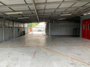 For RentWarehouseChengwatana, Muangthong : Warehouse for rent with office in Laksi area, Don Muang area, usable area of 1,000 sq m, can make a paint factory.