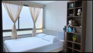 For RentCondoRatchadapisek, Huaikwang, Suttisan : Condo for rent, Metroluxe Ratchada, 6th floor, pool view. On Ratchadaphisek Road for rent