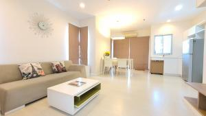 For RentCondoRatchadapisek, Huaikwang, Suttisan : For rent, The room Ratchada, Ladprao, 2 bedrooms, 61 sqm., price 18,000 baht, garden view