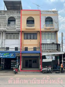 For RentShophouseRangsit, Patumtani : Rent a commercial building, 3 and a half floors, recently renovated. Never been rented - Rinthong Lam Luk Ka - Klong 2
