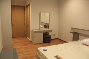 For RentCondoNana, North Nana,Sukhumvit13, Soi Nana : Condo for rent : Hyde Sukhumvit 13 Type : 1 bedroom 1 bathroom Size : 46 Sq.m Floor : 12  price : 30,000 baht/month
