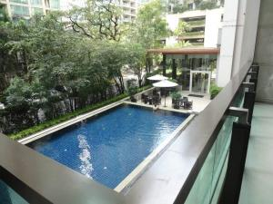 For SaleCondoWitthayu,Ploenchit  ,Langsuan : The Address Chidlom Condo for rent : 2 bedrooms 2 bathrooms for 67 sqm. Pool View on 8th floor Good quality bed and furnishings and electrical appliances.Just 300 m. to BTS Chidlom.Sale only for 9.9 MB. discount from 11 MB.