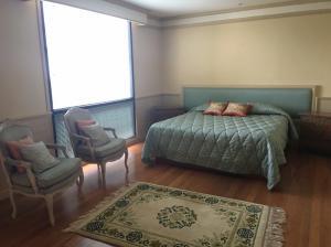 For RentCondoWitthayu,Ploenchit  ,Langsuan : Condo for rent :Somkid Gardens Type : 3 Bedroom 3 Bathroom  Size : 211 Sq.m  Floor : 6 Rent price 75,000 baht/month