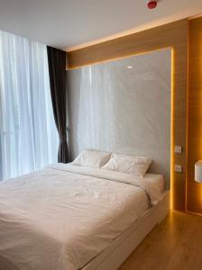 For RentCondoSukhumvit, Asoke, Thonglor : Condo for rent : Noble Recole Type : 1 Bedroom 1 Bathroom Size : 34 Sq.m Floor : 5 Rent Price 25,000 baht/month