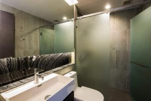 For RentCondoSukhumvit, Asoke, Thonglor : Condo for rent : Lumpini 24 Type : 1 Bedroom 1 Bedroom Size : 39 Sq.m Floor : 27 Rent Price 30,000 baht/month