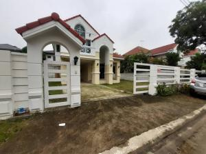 For RentHousePattanakan, Srinakarin : 🏡 Cheap house + land for rent, Barramet Village, Soi Chalerm Prakiat 62 (wide, quiet road)