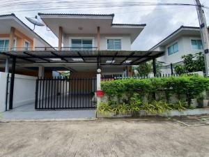 For SaleHousePattaya, Bangsaen, Chonburi : Sell a two-story twin house. The Palm Bang Saray