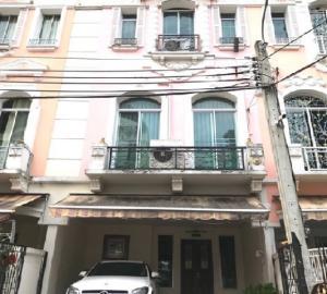 เช่าทาวน์เฮ้าส์/ทาวน์โฮมเลียบทางด่วนรามอินทรา : For Rent ให้เช่าทาวน์โฮม 3 ชั้น หมู่บ้านกลางเมือง แกรนด์ เดอ ปารีส รัชดา ถนนประดิษฐ์มนูธรรม บ้านสวยมาก ตกแต่งพร้อม เฟอร์นิเจอร์ครบ แอร์ 5 เครื่อง อยู่อาศัยเท่านั้น เลี้ยงสัตว์เล็กได้ หรือ เป็นสำนักงาน จดบริษัทได้