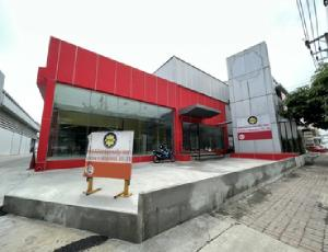 For RentShowroomPattanakan, Srinakarin : Showroom for rent with warehouse and office. On Pattanakarn Road On Pattanakarn Road, can park for 8-10 cars, very good location.