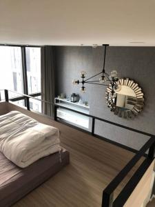 เช่าคอนโดพระราม 9 เพชรบุรีตัดใหม่ : ให้เช่าคอนโด Chewathai Residence Asoke Duplex 2 ชั้น อยู่ชั้น 12A (13) 24,000/เดือน