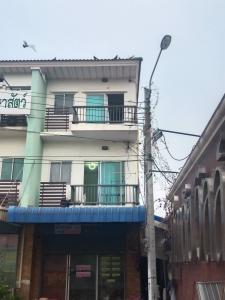 For RentShophouseSamrong, Samut Prakan : Commercial building for rent, 3 bedrooms, 3 bathrooms, Supalai Praeksa Village, good location, next to Praksa main road, Samut Prakan city, interested in the room, contact Line: @ aiw-condo