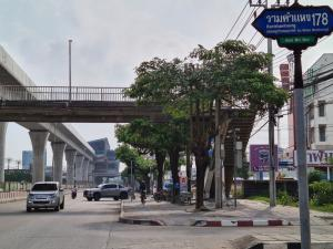 For RentShophouseRamkhamhaeng,Min Buri, Romklao : For rent, 3-storey commercial building, 2 adjacent booths, suitable for living in the village of Ruenrudee Ramkhamhaeng 180.