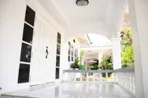 For SaleHouseKorat KhaoYai Pak Chong : express!! House for sale, 3 bedrooms, 2 bathrooms, area of 60 sq m, after Wong Chawalitkul University. Opposite Central Korat Suitable for living or investing, selling price 2.3 million