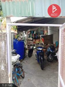 For SaleLandSamrong, Samut Prakan : Sale of land and buildings, area of 24.5 square meters, Wat Dan 40, Samut Prakan.