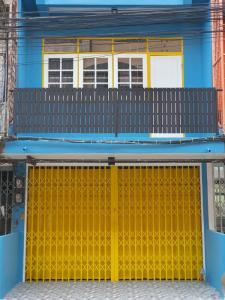 For RentShophouseOnnut, Udomsuk : (Rent / rent) 3-storey commercial building, 3 bedrooms, Udomsuk 25