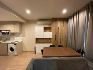 For RentCondoRatchathewi,Phayathai : Ideo Q Ratchatewi Rent !! 23,000 baht, 2 bedrooms, 1 bathroom, size 48 sqm, beautiful room, ready to go.