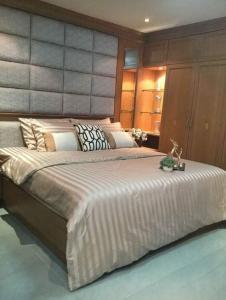 For RentCondoRatchadapisek, Huaikwang, Suttisan : For rent Ratchada City near Mrt Huai Khwang station 4th floor corner room