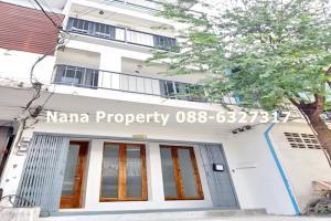 For RentShophouseSukhumvit, Asoke, Thonglor : Rent a 4-storey commercial building, renovated on Sukhumvit Road, near BTS Bang Chak.