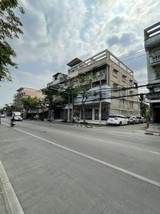 For SaleShophouseRathburana, Suksawat : Selling a commercial building, behind the corner, 2 adjoining rooms on Phutthabucha road, area 38 square wah